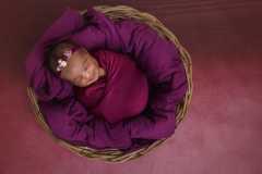 Naissance-Bébé-seul-1