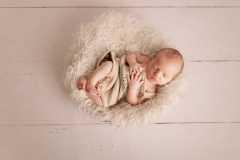 Naissance-Bébé-seul-14